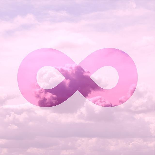 空に無限の記号が描かれている