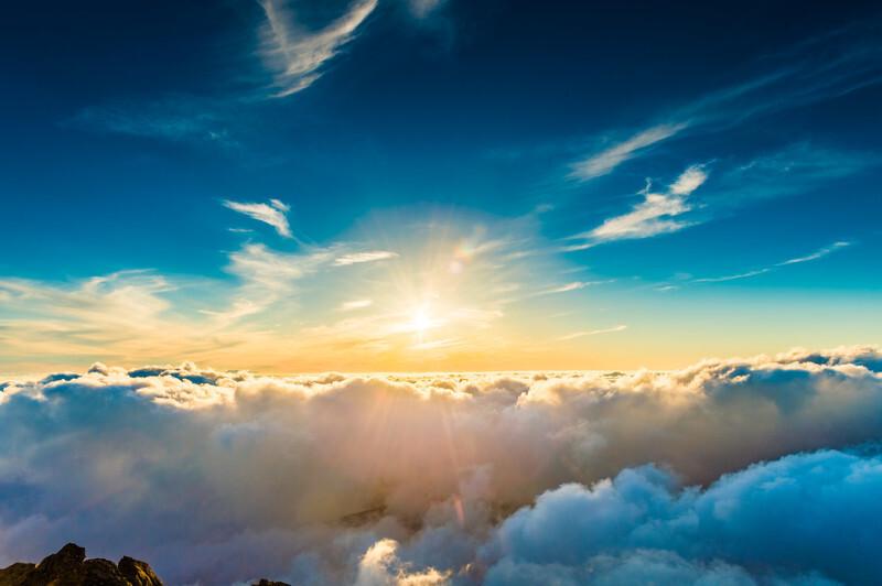 雲海に光が差している
