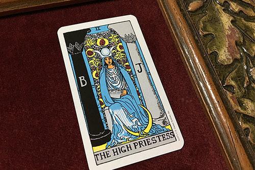 大アルカナ2番目「女教皇」