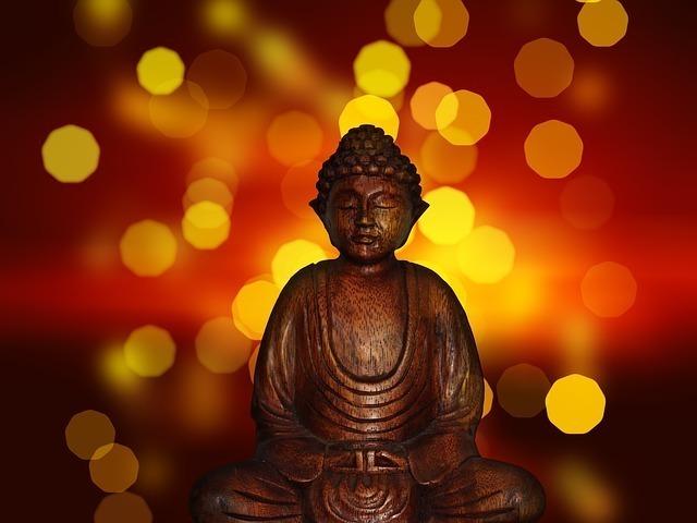 座禅を組む仏