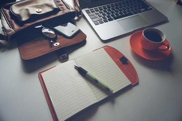ノートやパソコンなどの仕事道具