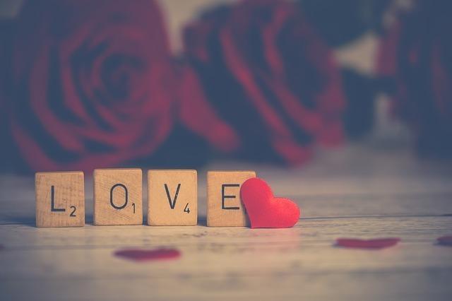 LOVEの文字が書かれたブロック