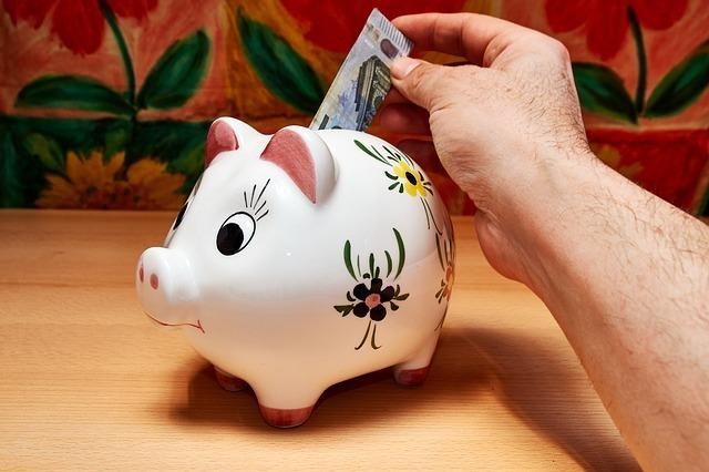 豚の貯金箱で地道に貯蓄