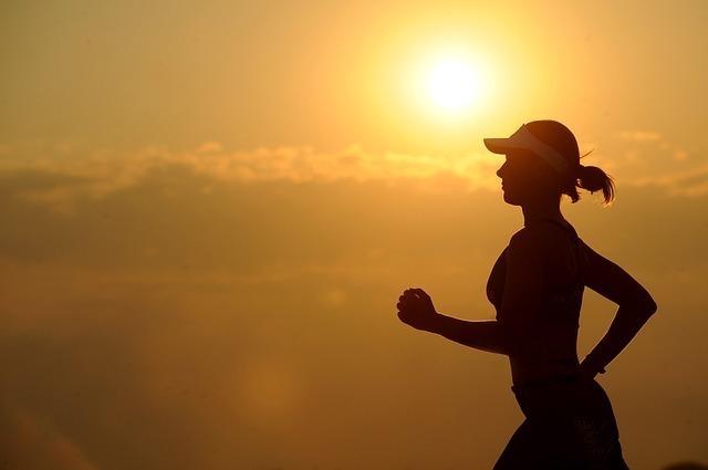 毎日ランニングを欠かさない健康的な女性