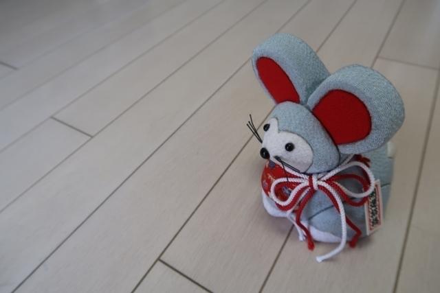 縁起物のネズミの置物
