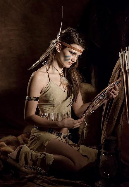 インディアンの格好をした女性