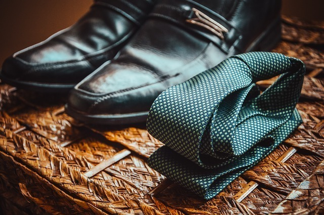 ネクタイと革靴