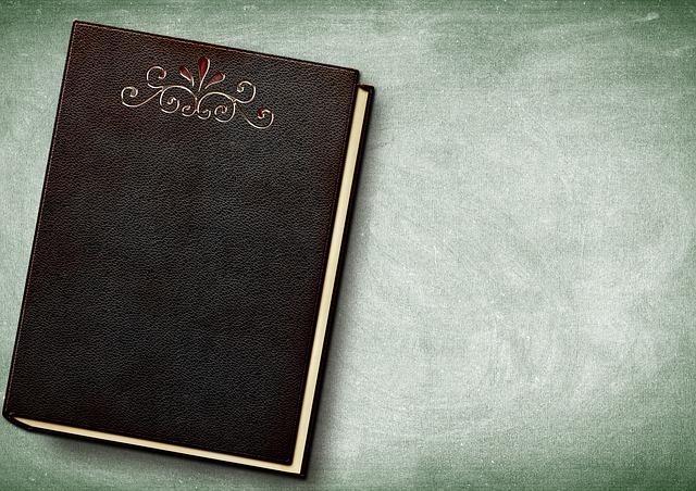机に置かれているノート