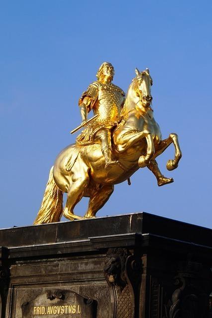 金色の騎士の像