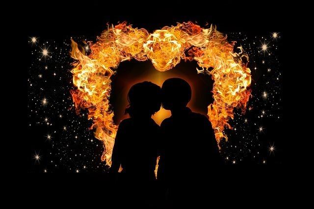 炎とカップル