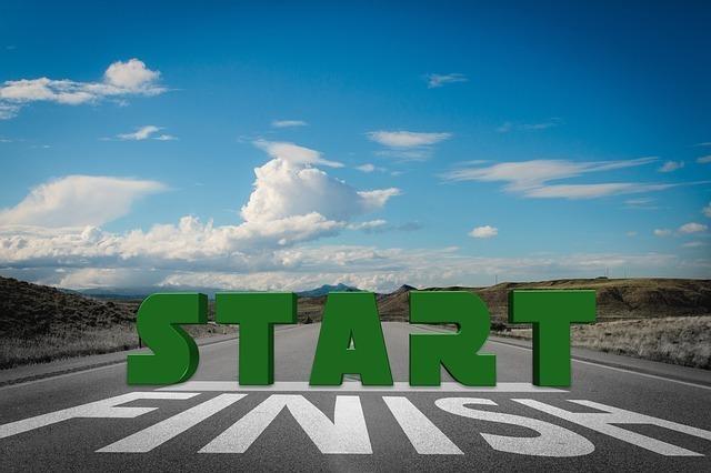 STARTと書かれている道路