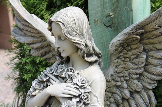 天使の石像