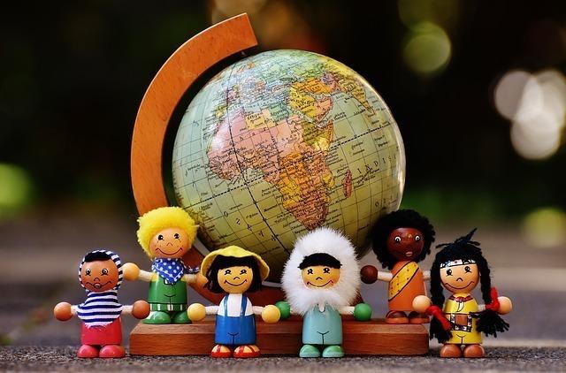 人形と地球儀