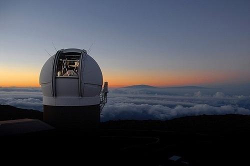 天体観測施設と雲海