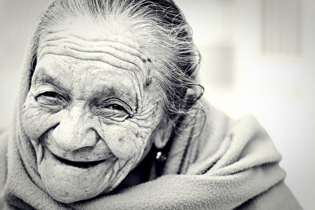 笑顔の老婆