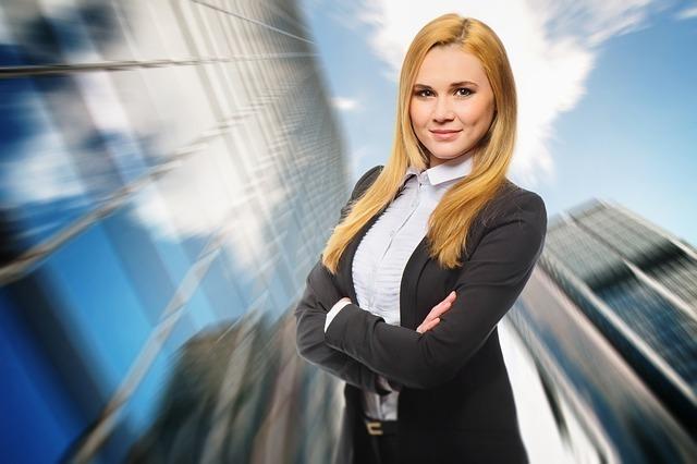 リーダーシップをとる女性