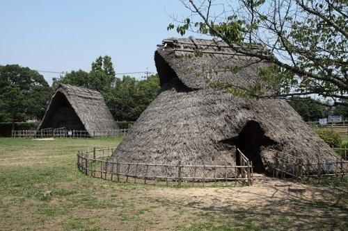 蜆塚遺跡の竪穴式住居