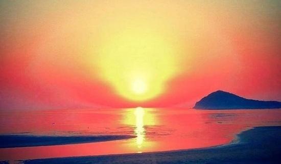 海岸の朝焼け