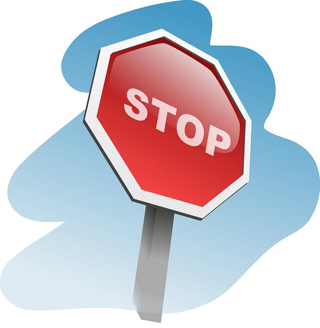STOPと書かれた赤い看板