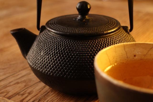 鉄瓶と茶器