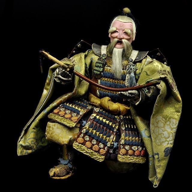 甲冑を着た人形