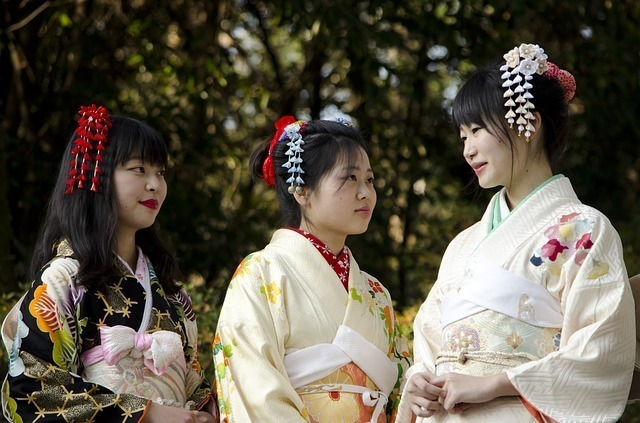 着物姿の3人の女性