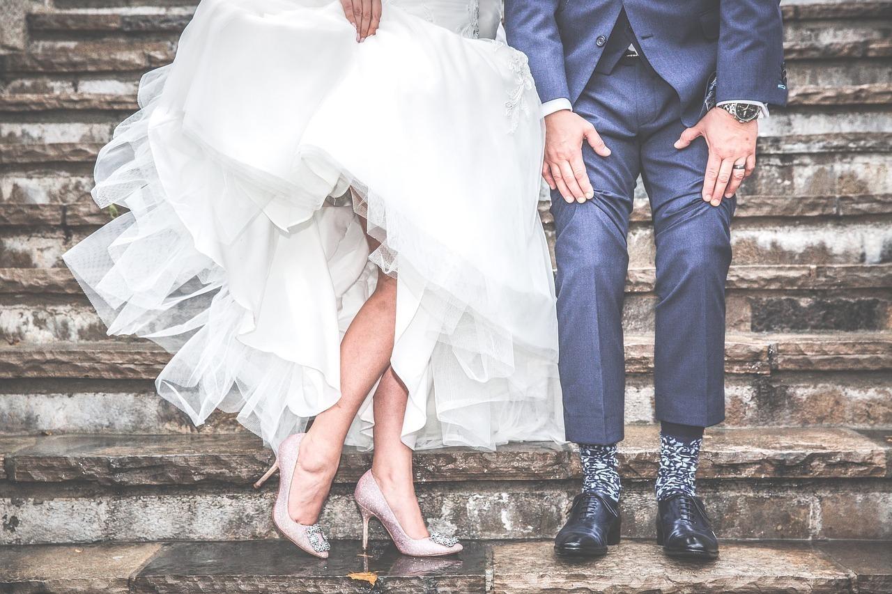 結婚式での新郎新婦の足元