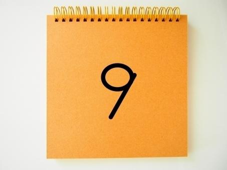 「9」が描かれたスケッチブック