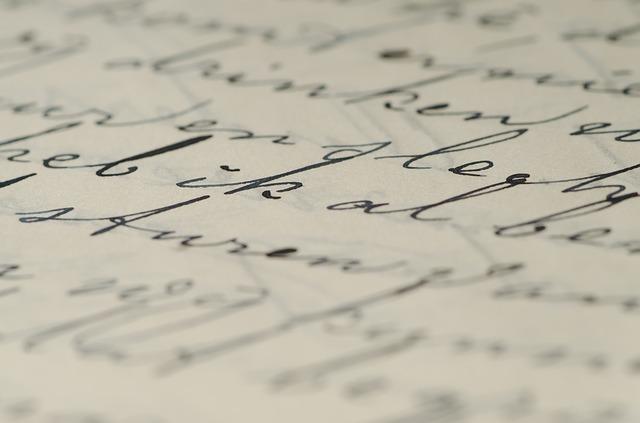紙に書かれた筆記体のメッセージの画像