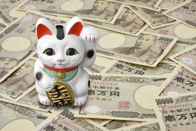 一万円札と招き猫