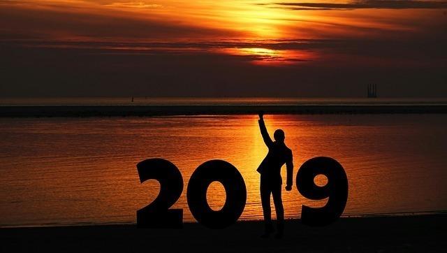 2019年ということで喜ぶ男性