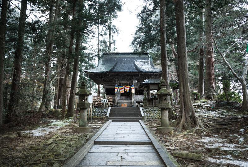 森の中にある神社