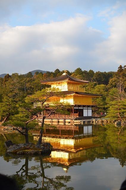 京都の名所のひとつである金閣寺