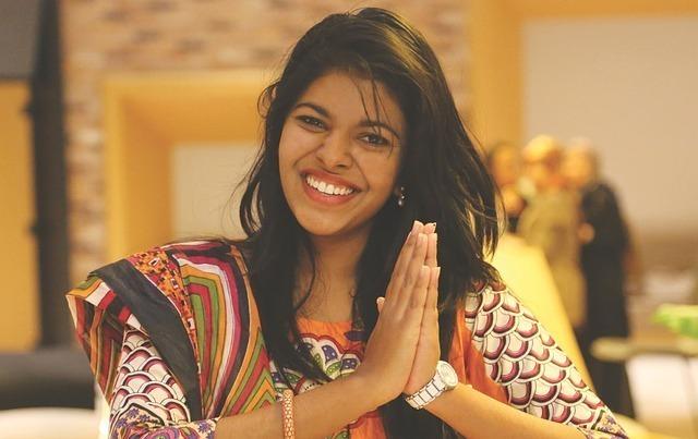 笑顔のインド女性