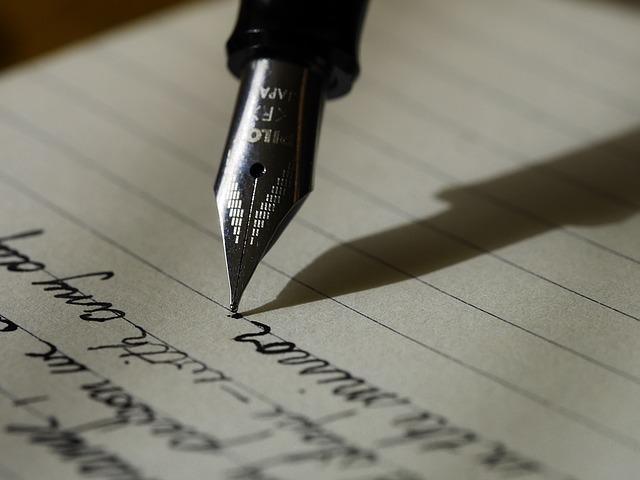 筆記体で文章をかく万年筆