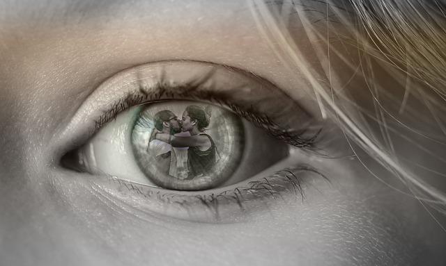 恋人の裏切りを目撃してしまった女性の画像
