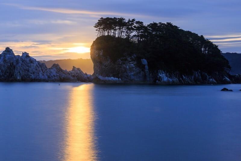 水面に映る太陽の光