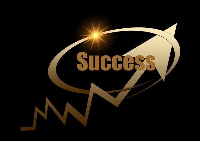 黒い背景に上昇矢印のsuccessで成功のイメージイラスト画像