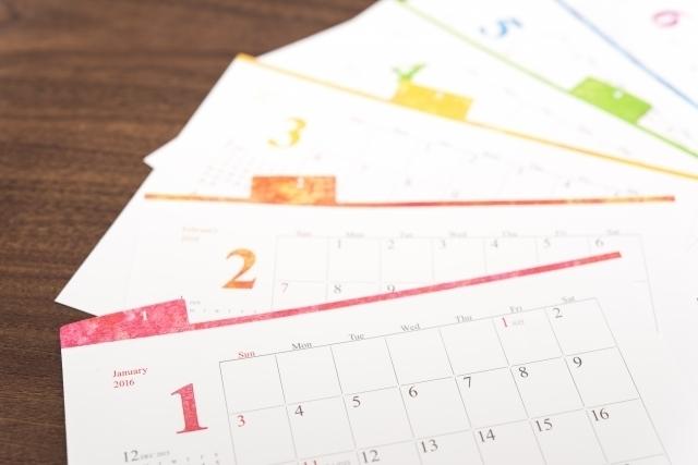 縁起の良い日を探すためにカレンダーを準備