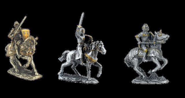 馬に跨がる騎士像3体の画像