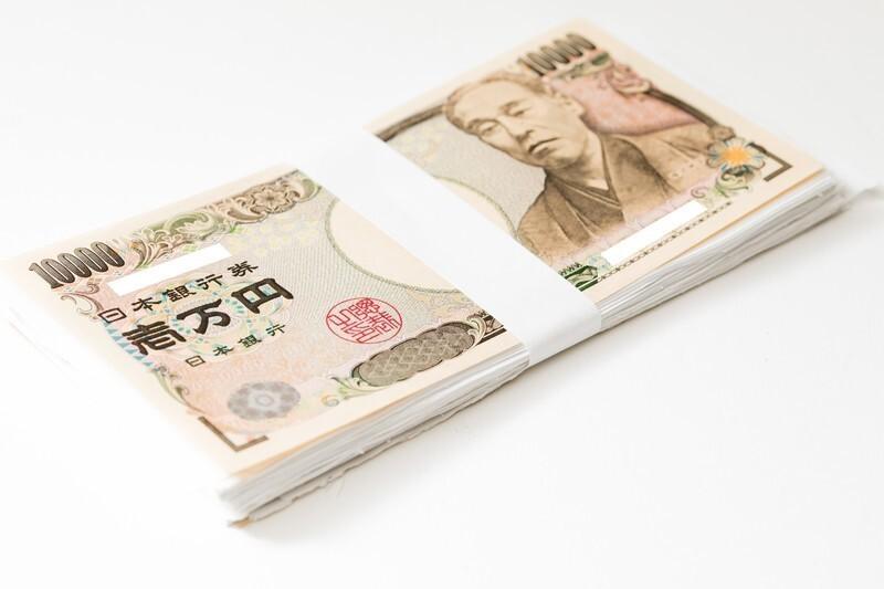 1万円札が束になっている様子