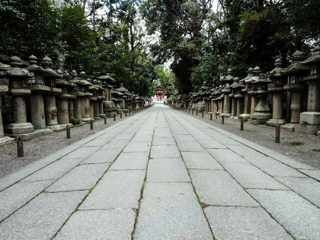 神社へと続く道