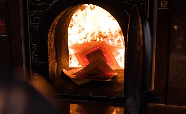 願い事を燃やす炎