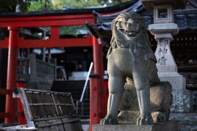 神社の石像