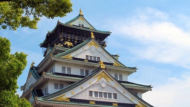 堂々とそびえたつ大阪城天守閣