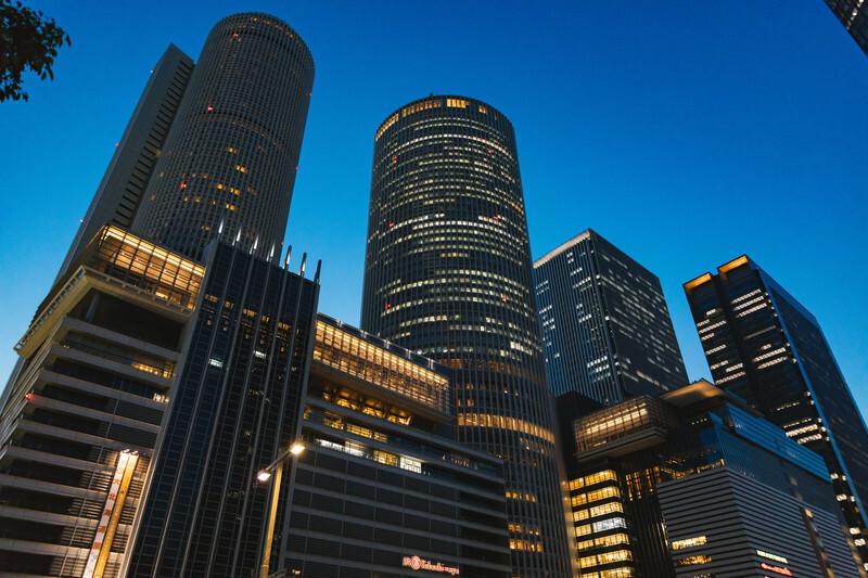 夜景モードになっている名古屋駅