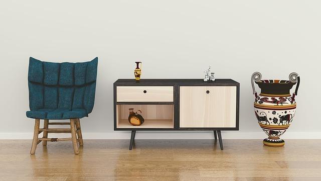 椅子と棚と壺