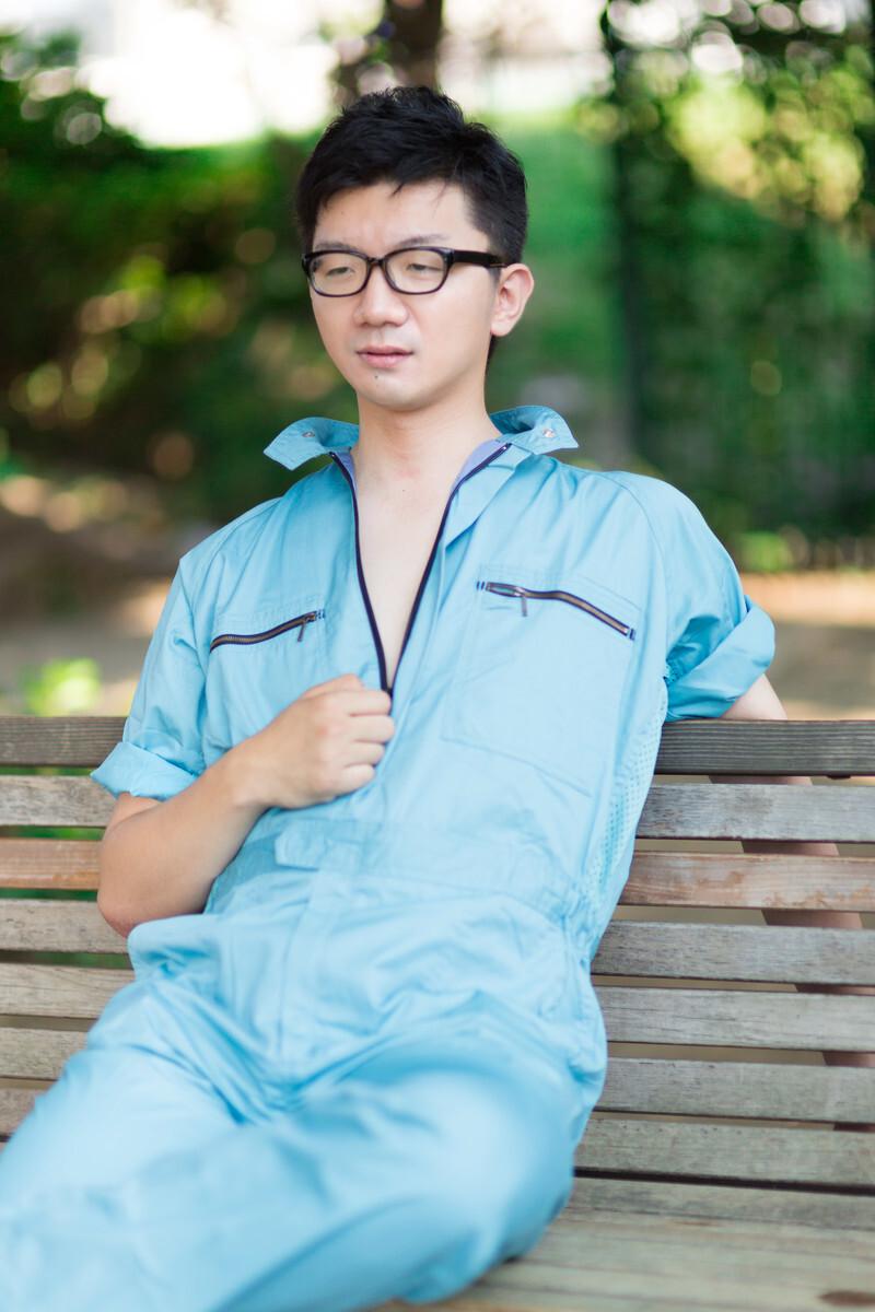 作業着を着る男性