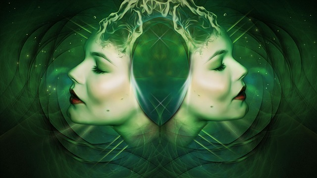 女性の横顔が背中合わせになっている画像