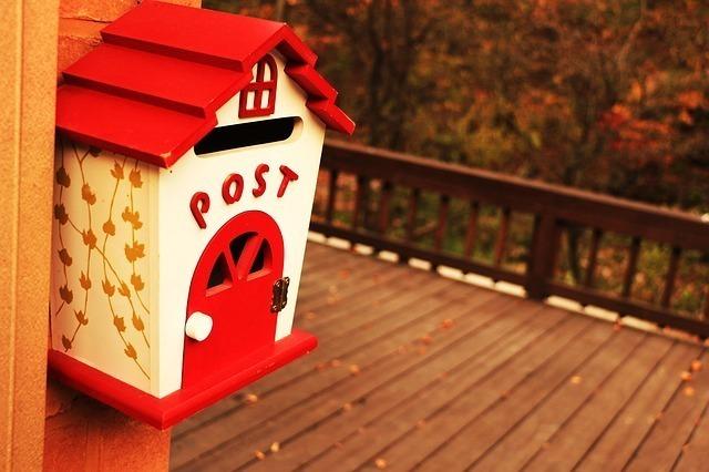家の形をした郵便受け